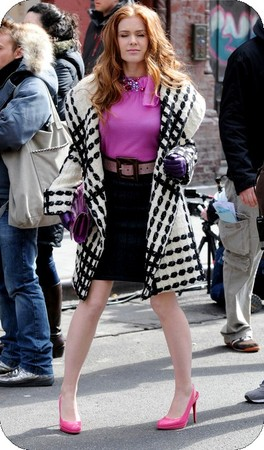64158_celebutopia_isla_fisher_on_the_set_of_confessions_of_a_shopaholic_10_122_589lo